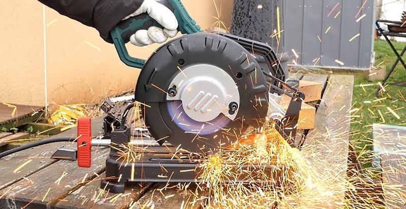 Comment bien choisir une tronçonneuse à métaux?