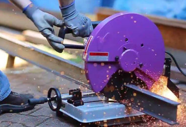 Comment choisir une tronçonneuse à métaux?